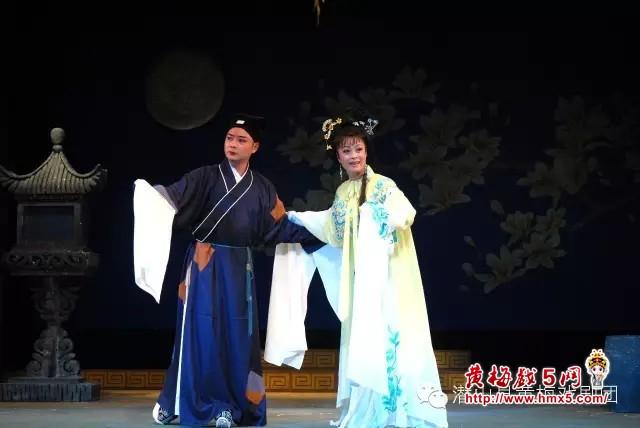 潜山县黄梅戏剧团演出的《双合镜》
